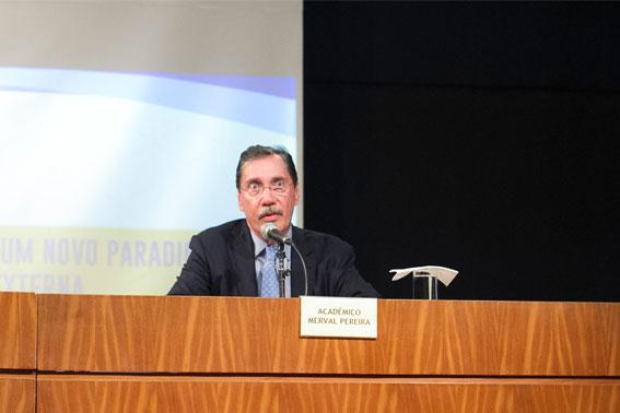O Acadêmico Merval Pereira com a palavra