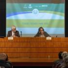 """A conferência """"Porque Ficamos Para Trás"""", apresentada pela Acadêmica Rosiska Darcy de Oliveira e o Acadêmico Edmar Lisboa Baixa"""